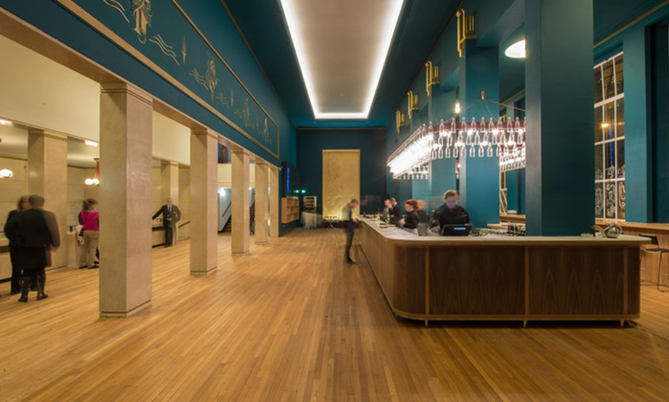 empty bar in Liverpool Philharmonic with green walls